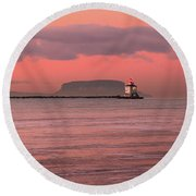 Pink Morning In The Bay Of Thunder Round Beach Towel