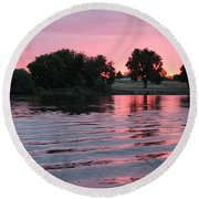 Pink Sunset With Soft Waves Round Beach Towel