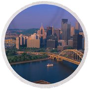 Pittsburgh,pennsylvania Skyline Round Beach Towel