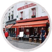 Place Du Tertre In Paris Round Beach Towel