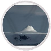 Play Of Light In Antartica Round Beach Towel