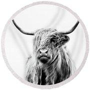 Portrait Of A Highland Cow Round Beach Towel