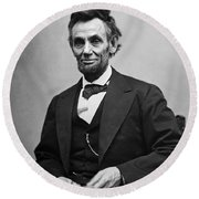 Portrait Of President Abraham Lincoln Round Beach Towel
