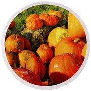 Pumpkin Meeting Round Beach Towel