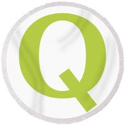 Q In Spring Green Typewriter Style Round Beach Towel