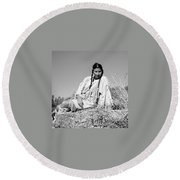 Quiet Time In Black And White Round Beach Towel