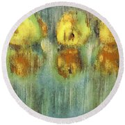 Quinces Round Beach Towel