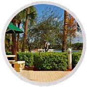 Quite Corner In Weston Florida Round Beach Towel