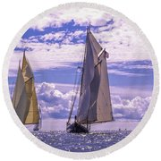 Racing On Open Waters Round Beach Towel