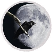 Raven Barking At The Moon Round Beach Towel