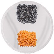 Red And Black Lentils Round Beach Towel