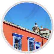 Red And Blue Colonial Architecture Round Beach Towel