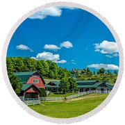 Red Barn On Hoyt Road Round Beach Towel