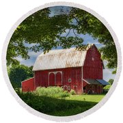 Red Barn With White Arched Door Trim Round Beach Towel