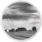 Red Barns Bw Round Beach Towel
