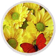 Red Butterfly On Yellow Mums Round Beach Towel
