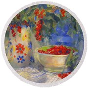 Red Currants Round Beach Towel
