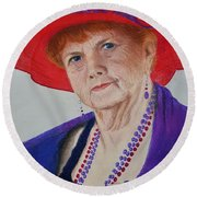 Red-hat Lady Round Beach Towel
