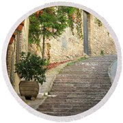Red Ivy And Steps In Assisi Italy Round Beach Towel