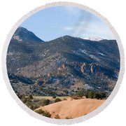 Red Mountain And Pikes Peak Round Beach Towel