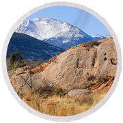 Red Rock And Pikes Peak Round Beach Towel