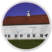 Red Roof Barn Vermont Round Beach Towel