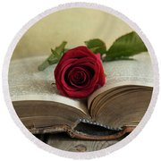 Red Rose On An Old Big Book Round Beach Towel