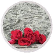 Red Roses Beachside Round Beach Towel