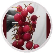 Red Seedless Grape Cluster Round Beach Towel