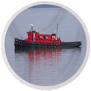 Red Tug On Lake Superior Round Beach Towel