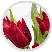 Red Tulip Heads Sprinkled Round Beach Towel