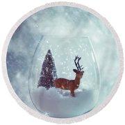 Reindeer In Glass Snow Globe  Round Beach Towel