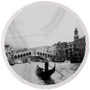 Rialto Bridge In Venice  Round Beach Towel