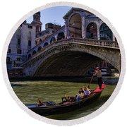 Rialto Bridge In Venice Italy Round Beach Towel