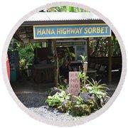 Road To Hana Round Beach Towel