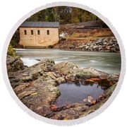 Roanoke River Niagra Rd Dam Round Beach Towel