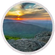 Rock Climbing At Ravens Roost Pano Round Beach Towel