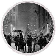 Rockefeller Center Christmas Tree Black And White Round Beach Towel