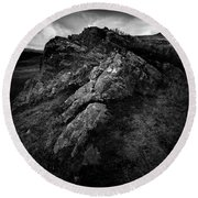 Rocks And Ben More Round Beach Towel