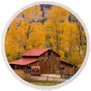 Rocky Mountain Barn Autumn View Round Beach Towel