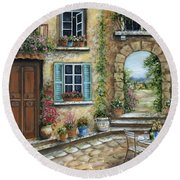 Romantic Tuscan Courtyard II Round Beach Towel
