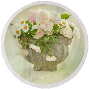 Roses And Daisys Round Beach Towel
