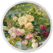 Roses On The Bench  Round Beach Towel