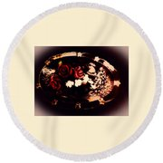 Rosses On A Flowing Dish Round Beach Towel