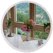 Rothenburg Dining With A View Round Beach Towel