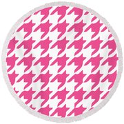 Rounded Houndstooth With Border In French Pink Round Beach Towel