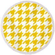 Rounded Houndstooth With Border In Mustard Round Beach Towel