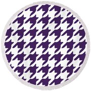 Rounded Houndstooth With Border In Purple Round Beach Towel