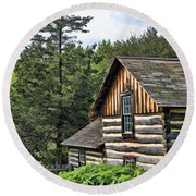 Rustic Farmhouse At Old World Wisconsin Round Beach Towel