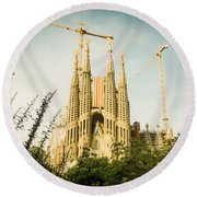 Sagrada Familia With Catalonia's Flag Round Beach Towel